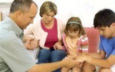 obitelj u molitvi