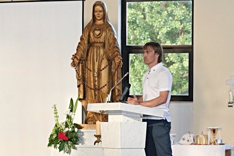 Dario Simic u crkvi