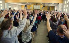 Podignute ruke