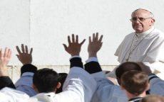papa svecenicima 2